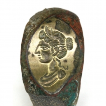 Roman bronze ring the bezel engraved with a female head in profile