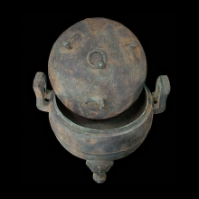 Chinese large tri-legged bronze lidded vessel in the Warring States style