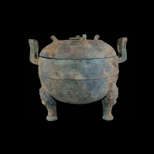 chinese-large-tri-legged-bronze-lidded-vessel-in-the-warring-states-style_x5559c