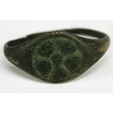 Gandharan bronze ring the the bezel engraved with a lotus flower