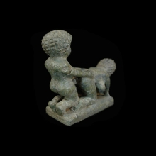 finely-carved-green-stone-couple-in-symplegma_a2453c