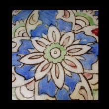 islamic-round-glazed-pottery-tile-with-floral-motif_x6817c