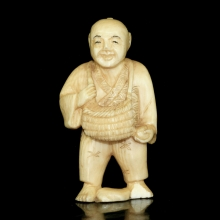 Japanese painted ivory Netsuke carving of a man holding a basket, Edo