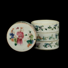 A Qing Dynasty famille rose make up container.