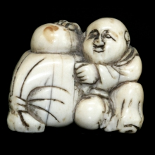 Japanese ivory Netsuke carving of a dumpling seller, Edo