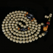 Sino-Tibetan Buddhist Mala with Puti / Bodhi seed, amber, coral and agate beads