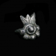 Gandharan silver ring the the bezel in the form of a flower